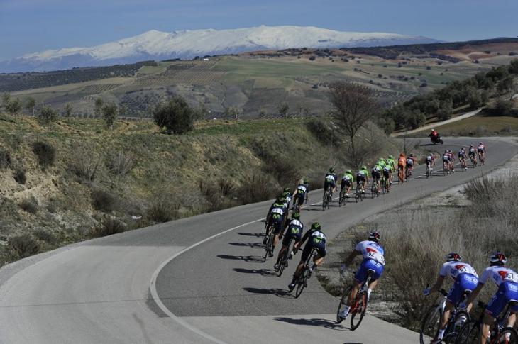 アンダルシア地方の内陸部を走る: photo:www.vueltaandalucia.es