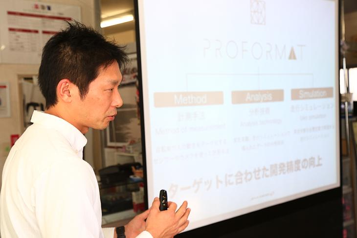 マーケティング担当の出井さんより開発経緯の説明