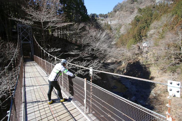 吊り橋から見下ろす渓谷は必見です