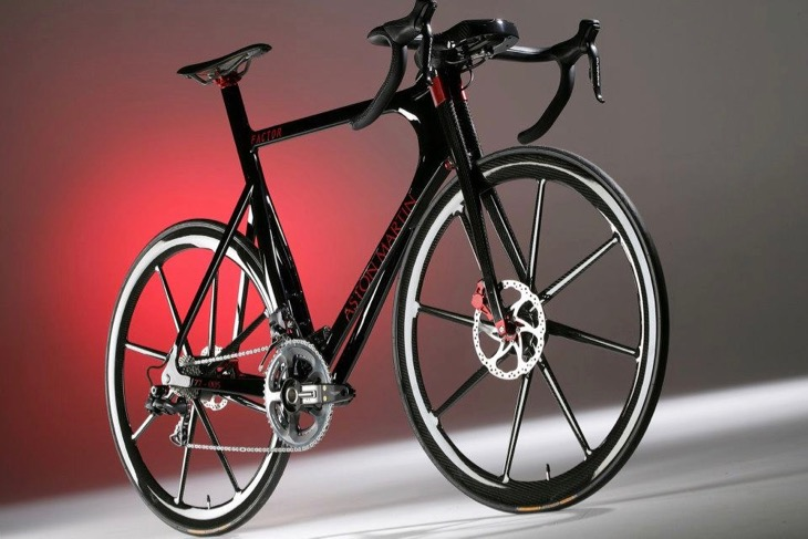 001をベースに、アストンマーティンとコラボレーションした世界限定77台の「One-77 Cycle」