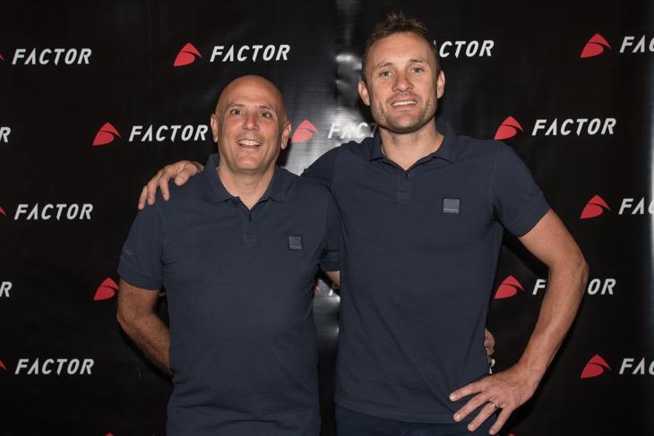 ファクターのオーナーであるバーデン・クック(右)とロブ・ギティス氏(左)
