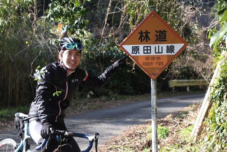 岩婦温泉横の林道原田山線が旅は始まる