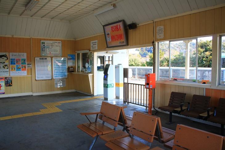 駅の中は新しい物と古い物が入り混じった空間
