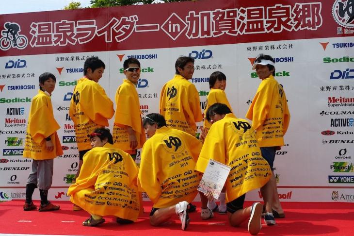 各レース、各カテゴリー優勝者には特製ハンテンがプレゼントされる。写真はエンデューロ用のハンテン・ジョーヌだ