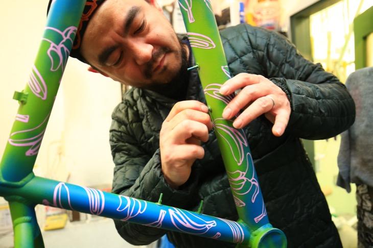 「DIYペイントを身近にしてくれるSpray.Bikeはすごく良い製品。そもそもペイントって楽しい作業ですから、誰でも気軽にできるのは良い」とSwamp thingsの沼田さん
