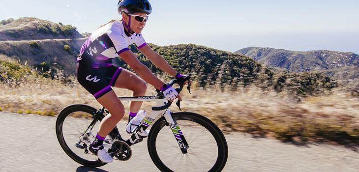 自転車競技に打ち込む方から、ホビーレースを楽しむ方まで受け入れてくれるエアロロード「ENVIE」シリーズ: (c)ジャイアント・ジャパン