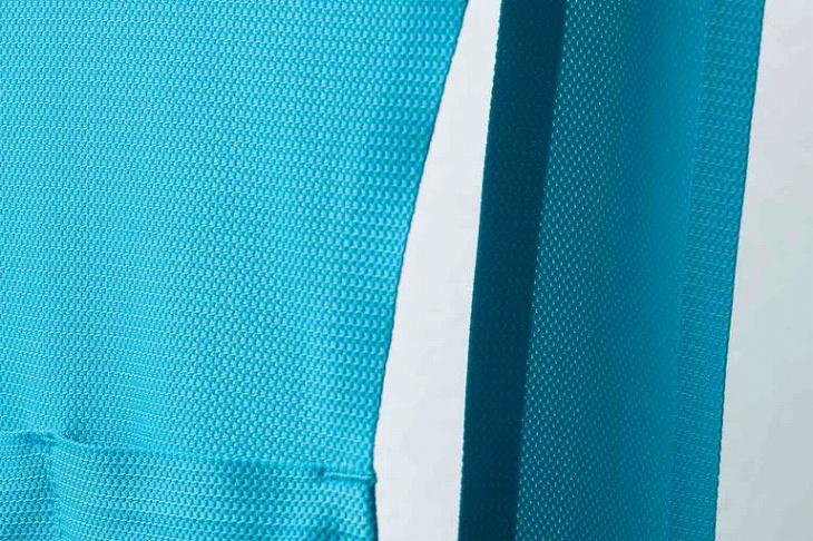 ビブストラップは接着縫製を採用し段差をなくした快適な着心地を実現
