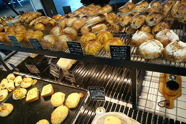 ハード系のパンからおかずパンまで品ぞろえ豊富