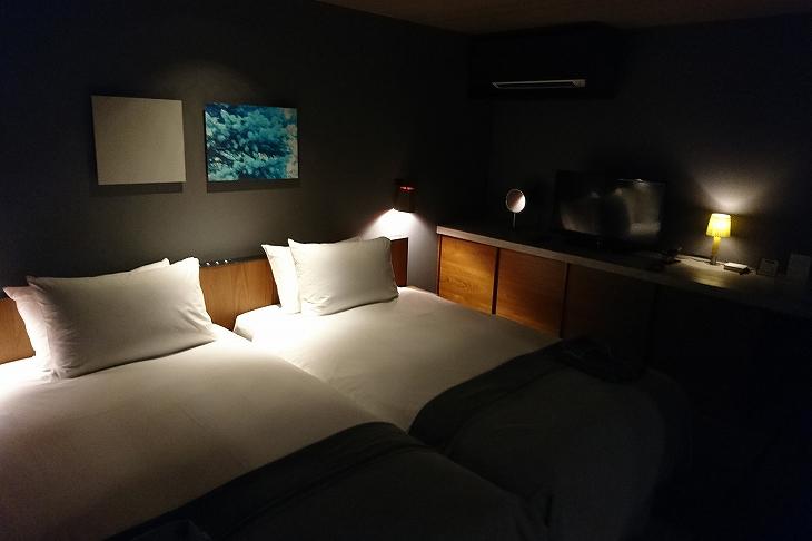 お部屋はすべてツイン。シモンズのベッド