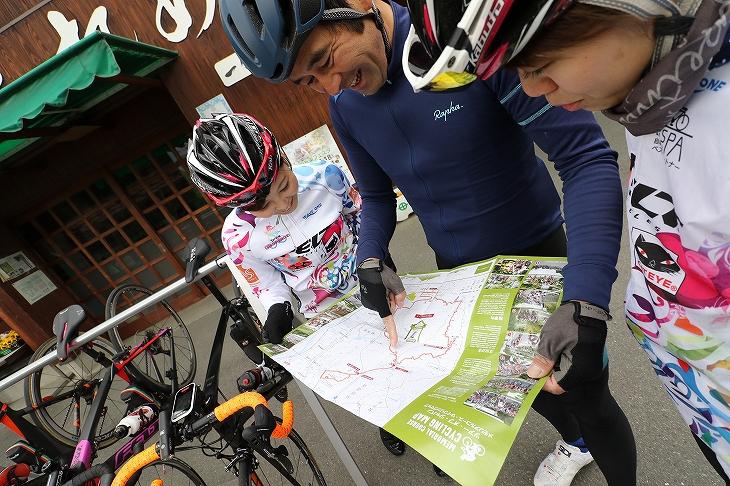サイクリングマップでルートを確認中