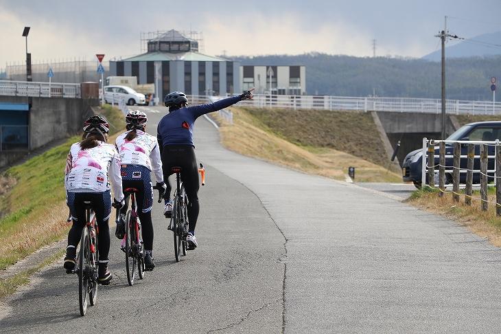 木津川サイクリングロードからTOJのコースへと行くにはこの玉水橋を西へと曲がる