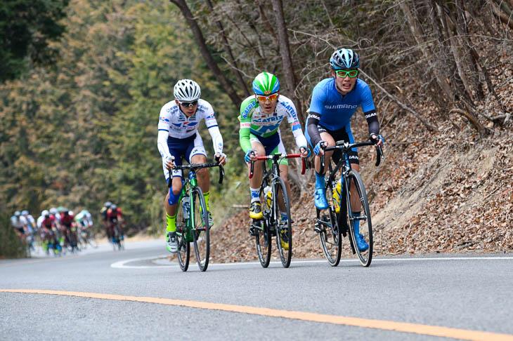 6周目、入部正太朗(シマノレーシング)、田窪賢次(マトリックスパワータグ)、阿曽圭佑(キナンサイクリングチーム)が抜け出すが、後方に集団が迫る