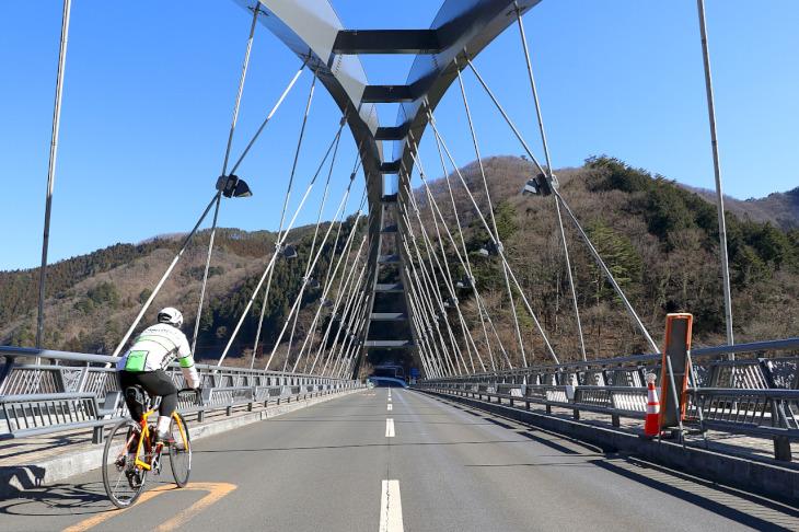 """美しい景観を誇る""""三頭橋""""。こちらは昭和44年竣工の48歳。"""