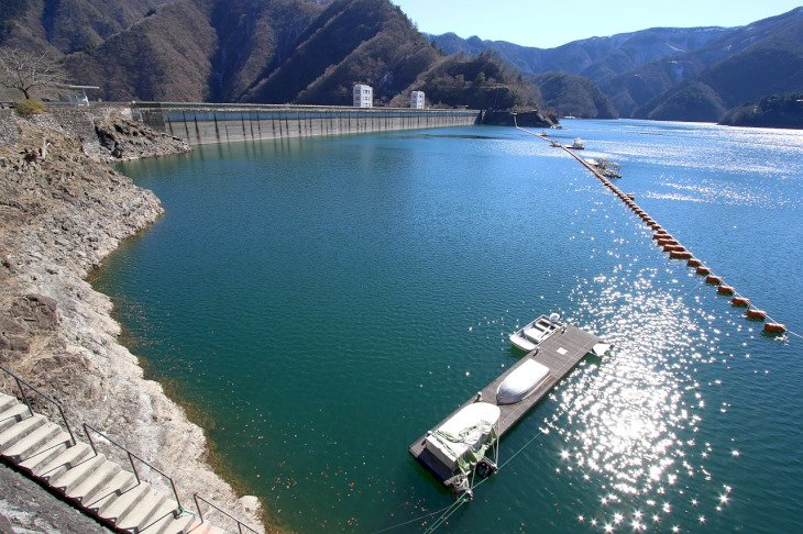 ズド~ン!念願の小河内ダム堤体多摩湖側に到着。メタボ会長を探せ?