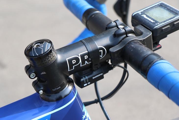 供給用のPROステムとハンドル。ステム長107mmの表記が