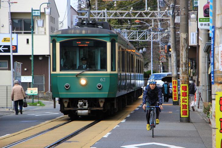 江ノ島電鉄の江ノ島駅から腰越駅にかけての区間は併用軌道となっている