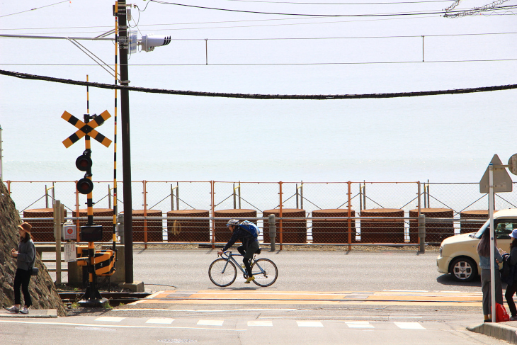 スラムダンクでお馴染みの鎌倉高校前駅にある踏切は聖地巡礼スポットだ