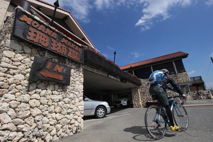 七里ガ浜のカレー屋珊瑚礁は行列をなすほどの人気店だ