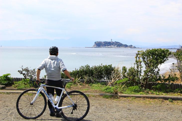 稲村ガ崎から眺める江ノ島は美しい