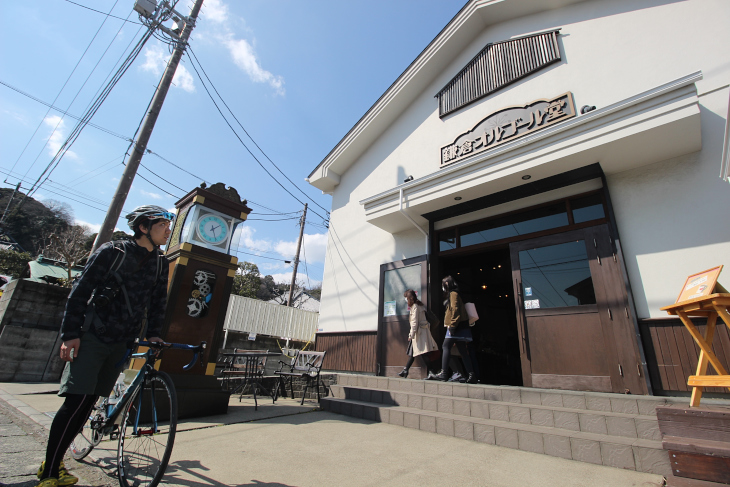 長谷寺門前には1000種類以上のオルゴールが揃えられた専門店「鎌倉オルゴール堂」が佇む