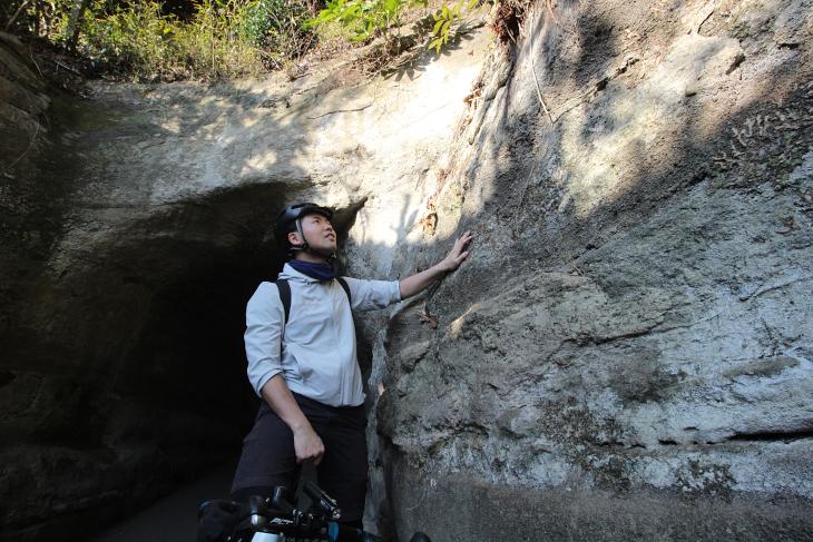 北鎌倉駅近くにも幾つものトンネルが掘られ、生活道路として機能している