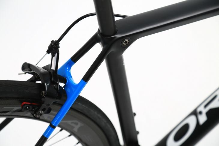 トップチューブからシートステーに繋がるフレーム上部のラインは快適性向上に貢献