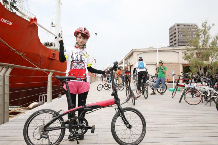 参加者はターンのフォールディングバイク試乗車でライドを楽しめる