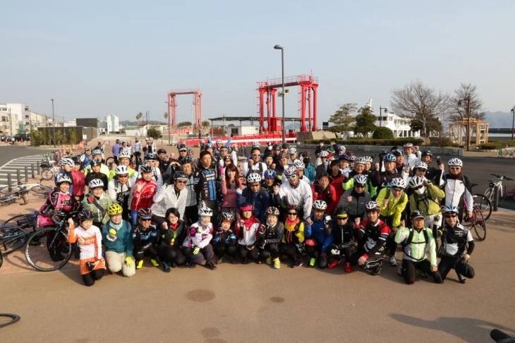 全員集合で記念撮影。レッツサイクリング!