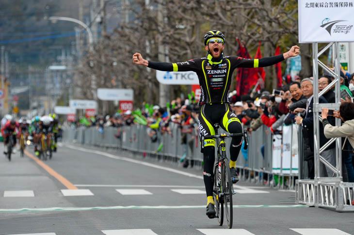 後続に4秒差をつけてサルバドール・グアルディオラ(チーム右京)がステージ優勝