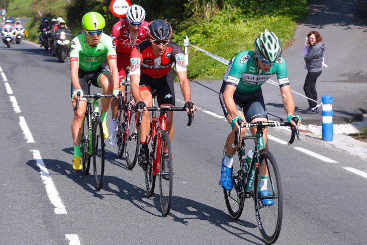 逃げグループを形成するアマエル・モワナール(フランス、BMCレーシング)ら4名