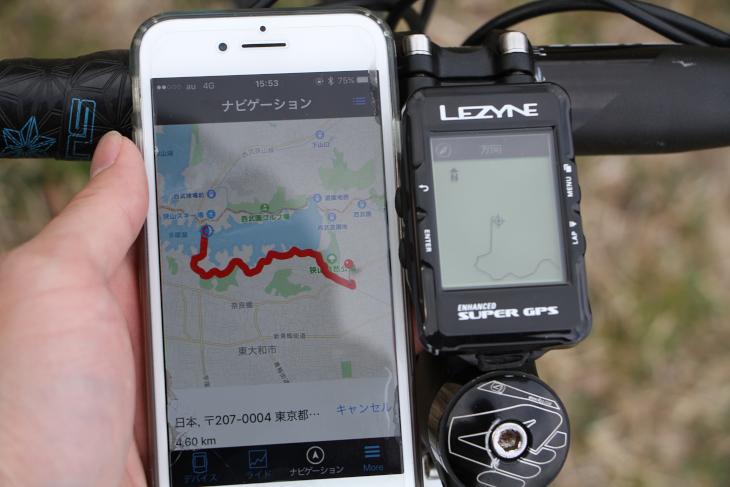 スマートフォンで設定したルートナビゲーションが、SUPER GPS本体に表示される