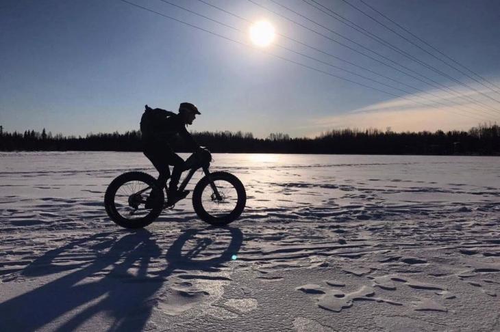 ファットバイク選手権へ参加すべくアラスカへと旅立った