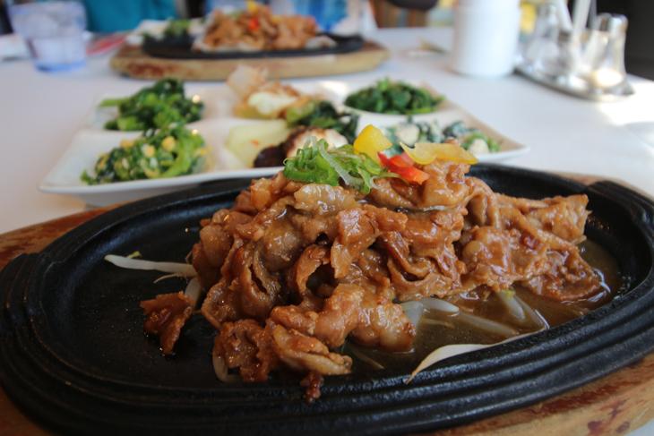 内子豚を味噌で味付けした料理はスタミナ勝負の自転車旅に嬉しい一品