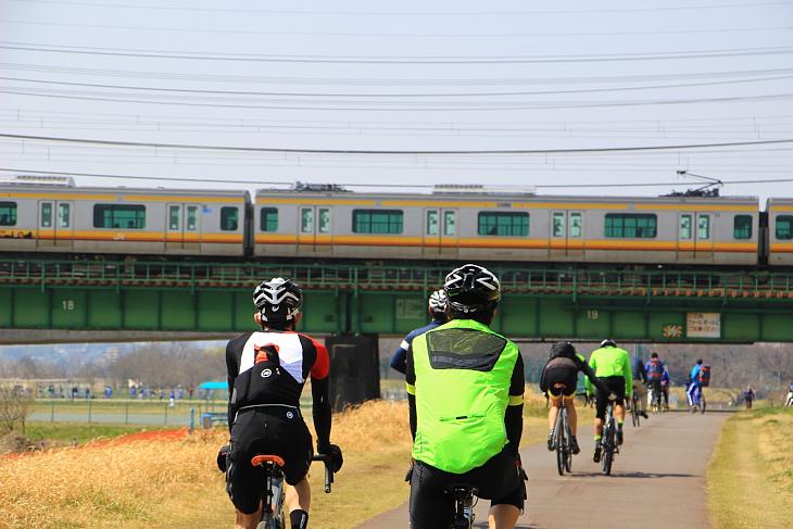 多摩川に架かる橋や線路を今日はいくつくぐっただろうか