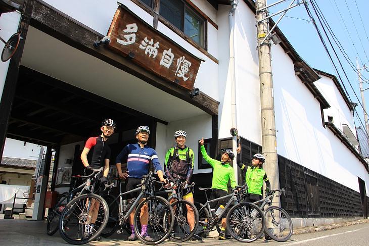 """ランチは「福生のビール小屋」で。看板の""""多満自慢""""は石川酒造が造る日本酒の銘柄"""