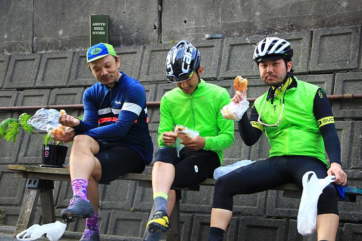 Above Bike Storeに寄ってパン休憩