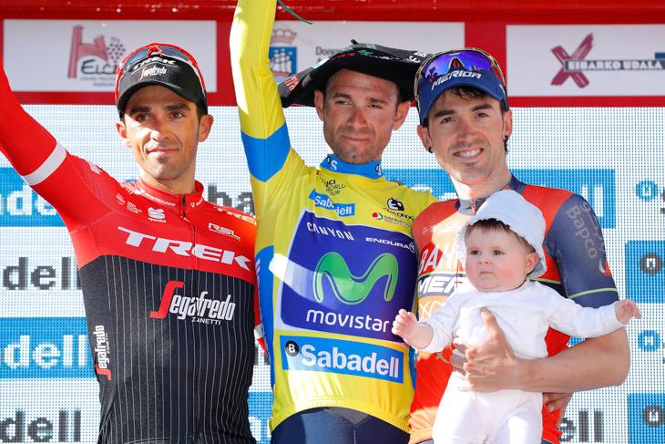総合表彰台 2位アルベルト・コンタドール(スペイン、トレック・セガフレード)、1位アレハンドロ・バルベルデ(スペイン、モビスター)、3位ホン・イサギレ(スペイン、バーレーン・メリダ)