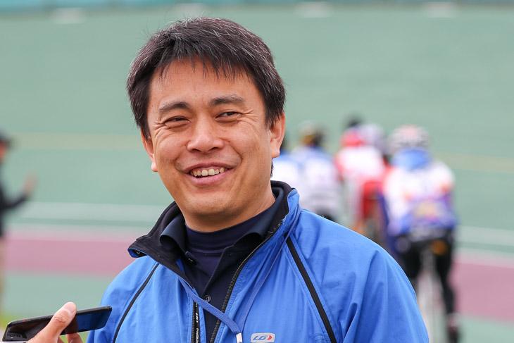 関西トラックフェスタ事務局担当の山岸正教氏。京都産業大学→元競輪S級選手だ