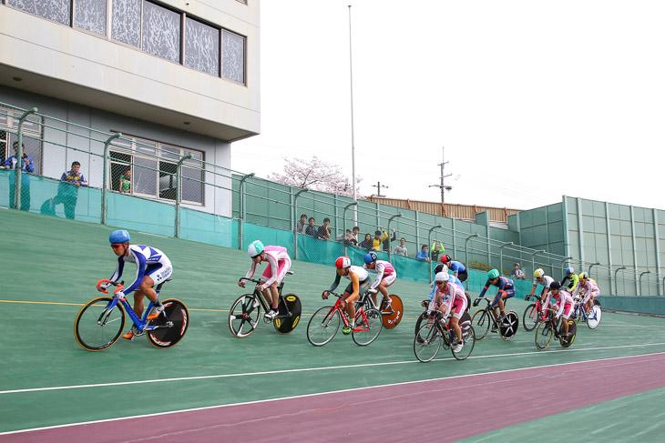 スクラッチ T1クラス 会場は京都向日町400mバンク