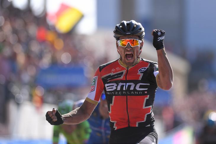 スプリントでパリ〜ルーベ初制覇を果たしたグレッグ・ヴァンアーヴェルマート(ベルギー、BMCレーシング)