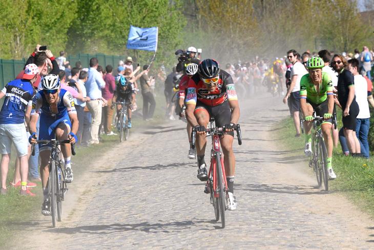 最後の5つ星カルフール・ド・ラルブルでグレッグ・ヴァンアーヴェルマート(ベルギー、BMCレーシング)がアタック