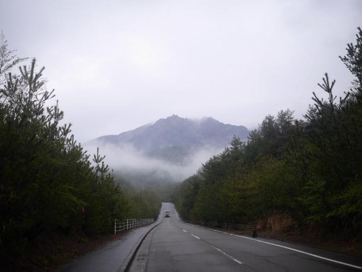 3月25日(土)鹿児島県桜島 雨で神秘的な桜島、ライド後に噴火した