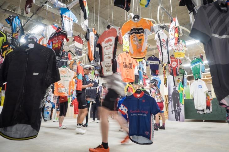 およそ160枚ものジャージを展示した「Teams of Kyushu 」は必見