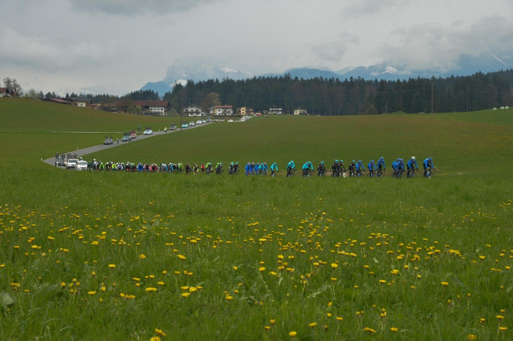 悪天候のオーストリア南部を走る