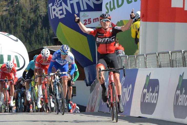 上りスプリントで勝利したローハン・デニス(オーストラリア、BMCレーシング)