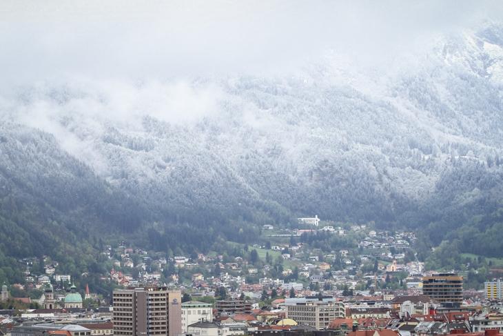 インスブルックを見下ろす山は真っ白
