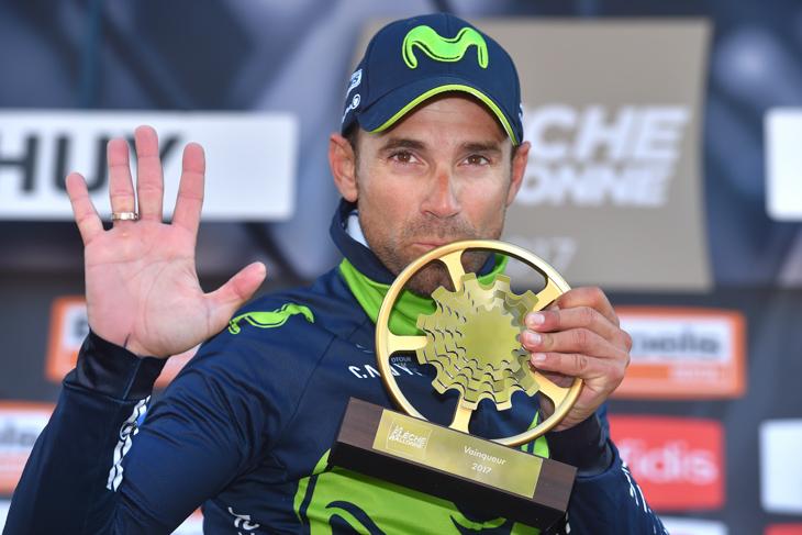 5本指を立てるアレハンドロ・バルベルデ(スペイン、モビスター)