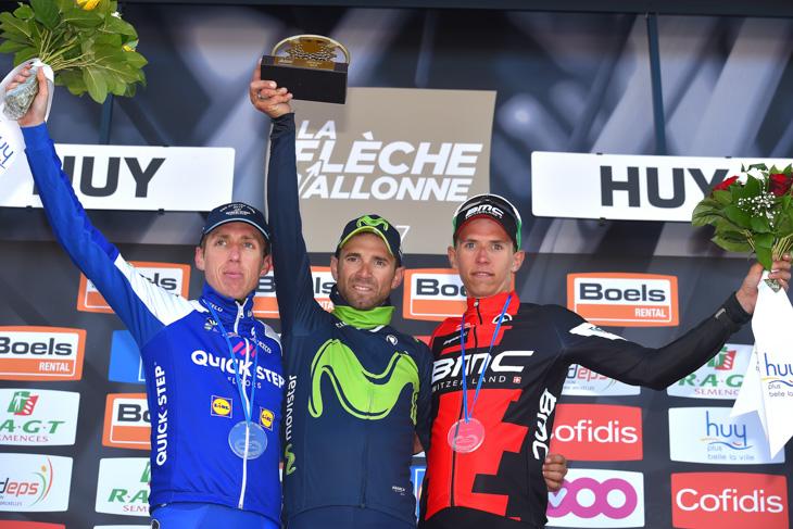 表彰台 2位ダニエル・マーティン(アイルランド、クイックステップフロアーズ)、1位アレハンドロ・バルベルデ(スペイン、モビスター)、3位ディラン・トゥーンス(ベルギー、BMCレーシング)
