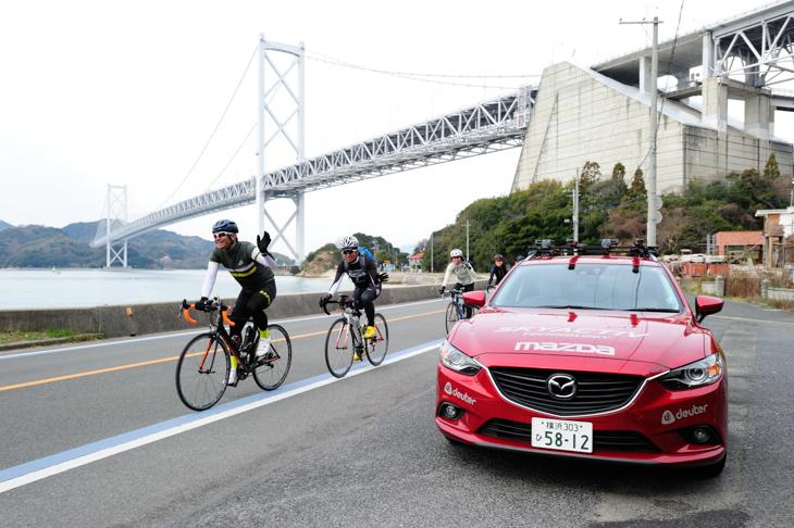 しまなみ海道を走る三船雅彦さんと雅組の一行をマツダ車がサポートしてくれた