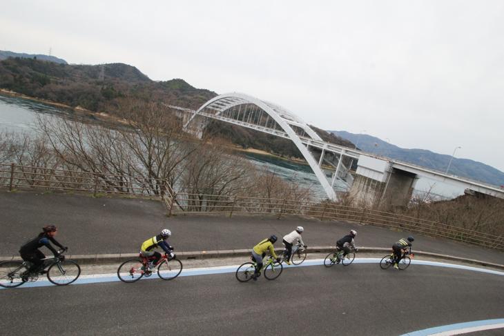 大三島橋はこじんまりして可愛い印象だ